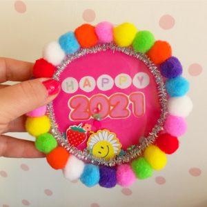 atelier créatif Limonest création de carte magique pompons confettis paillettes